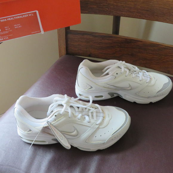 sale retailer 40a2d 4e754 Women s Nike Air Max Healthwalker NWT Size 7 1 2